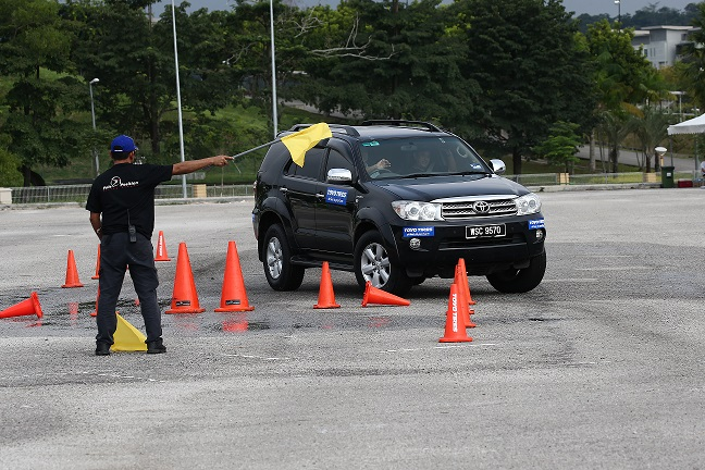 Mr Tyre Leicester >> Defensive Driving Course by Toyo Tyre | TOYO TIRES - Malaysia